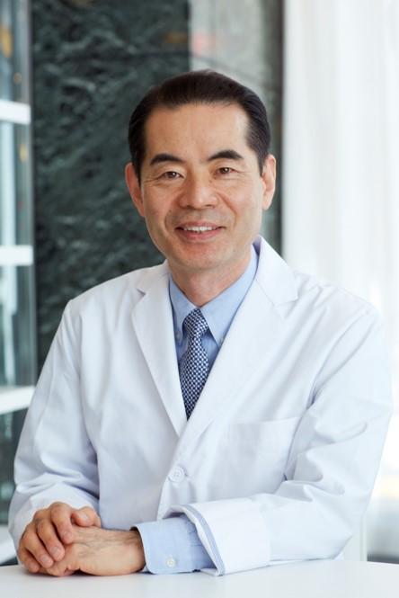 <b>デトックス栄養療法の第一人者</b><br> C&G銀座クリニック<br> <b>大森 隆史</b>
